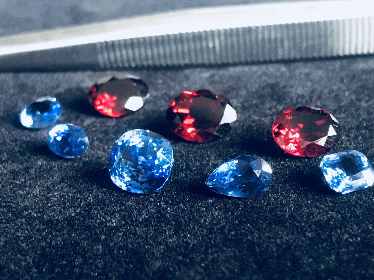 blaue Saphire / rote Granate